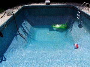 Drenando a água da piscina