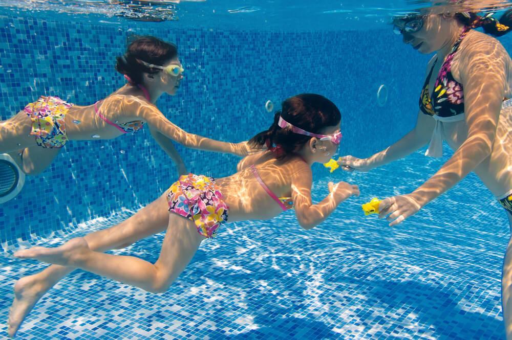 Dicas de brincadeiras na piscina